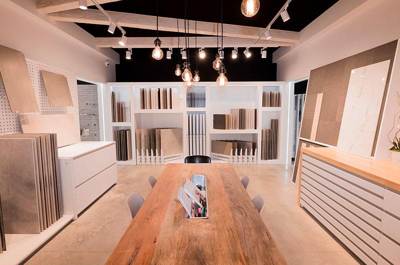Nuevo showroom cerámico y de retail