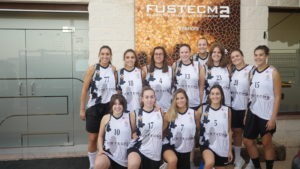 P1040332 300x169 - Visita del equipo Fustecma Nou Bàsquet Femení a nuestras instalaciones